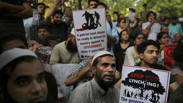 Indians hold placards condemning recent mob lynching of Muslim youth Tabrez Ansari in Jharkhand state as they listen to a speaker during a protest in New Delhi, India, Wednesday, June 26, 2019 - Sputnik International