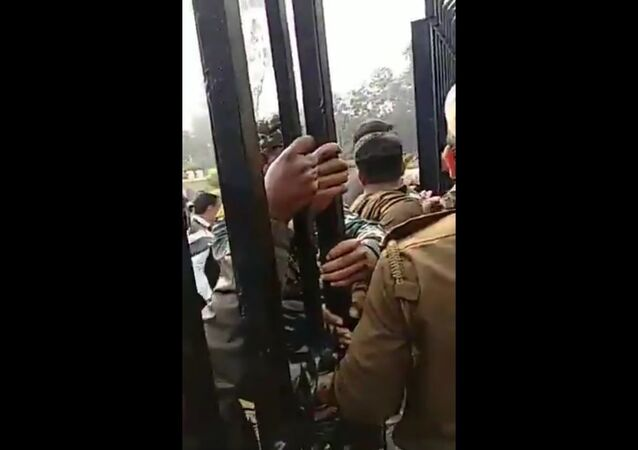 Matter at  Delhi University escalates, teachers being forcefully evicted