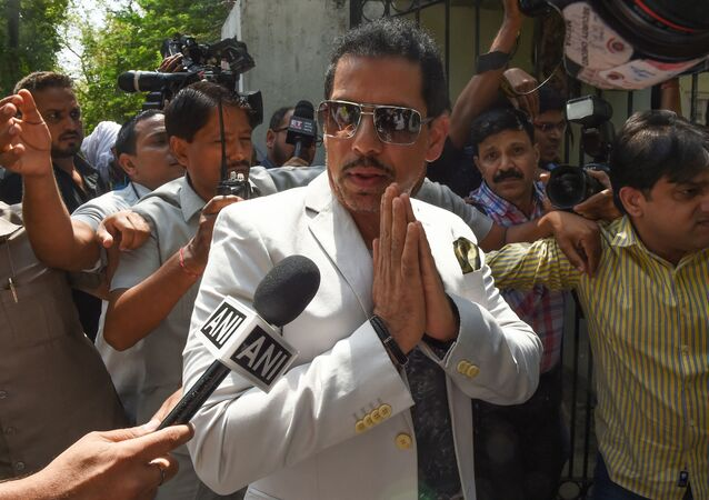 Robert Vadra (C), Indian businessman and husband of Indian politician Priyanka Gandhi (unseen), gestures as he arrives at the Directorate of Enforcement for questioning in a money laundering probe over the alleged possession of illegal foreign assets, in New Delhi on May 30, 2019.