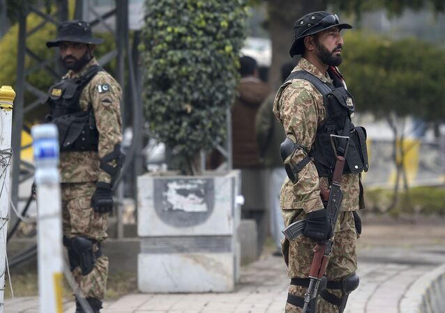 Pakistani soldiers stand guard (File)