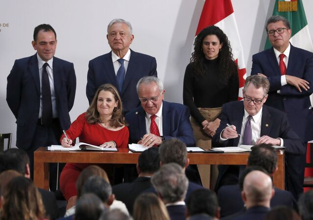 Signing an update to the North American Free Trade Agreement at the national palace in Mexico City