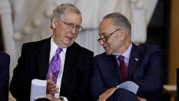 Senate Majority Leader Mitch McConnell and Senate Minority Leader Chuck Schumer talk during a ceremony to present the Congressional Gold Medal to Filipino veterans of the Second World War on Capitol Hill in Washington, U.S., October 25, 2017 - Sputnik International