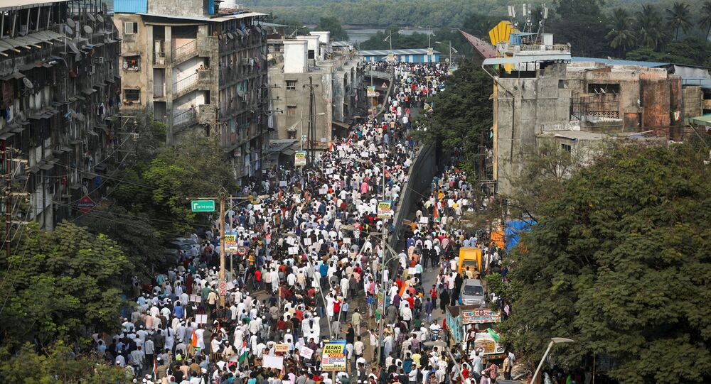 Demonstrators walk during a protest march against a new citizenship law, on the outskirts of Mumbai, India, December 18, 2019. REUTERS/Francis Mascarenhas
