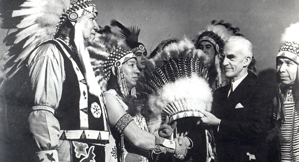Ceremony of transfer of headgear of honorary Indian chief in New York, 1942