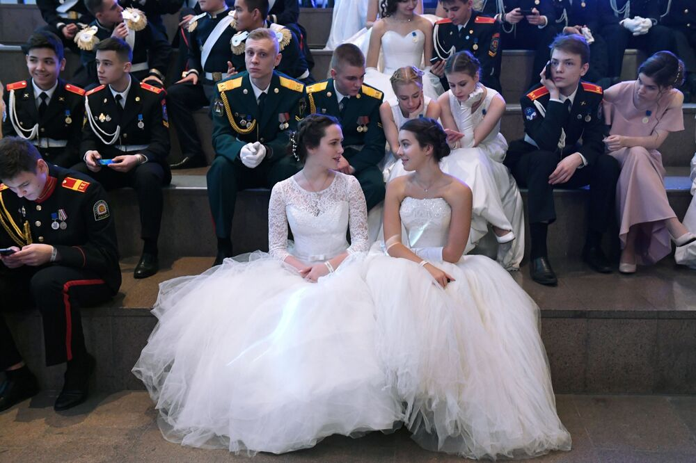Participants of the IV International Charitable Cadet Ball, dedicated to the Day of Heroes of the Fatherland and the 75th anniversary of Victory in the Great Patriotic War, in the Gostiny Dvor in Moscow.