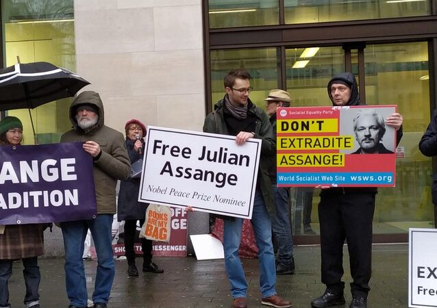 People protest against Assange's extradition to US
