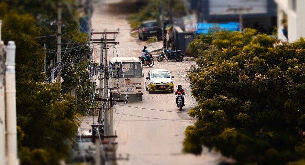 Ola car and a mini-bus on Chitrapuri colony main road