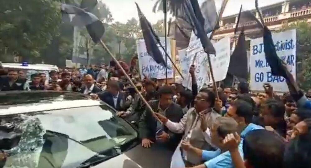 Jadavpur University: Governor Jagdeep Dhankhar mobbed by students, shown black flag