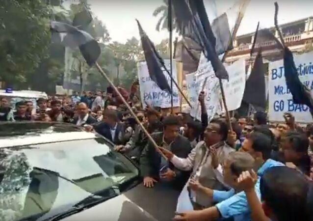Jadavpur University: Governor Jagdeep Dhankhar mobbed by students, shown black flag