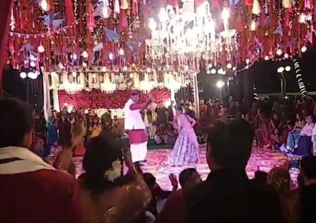 Asad Umar dances on son's wedding