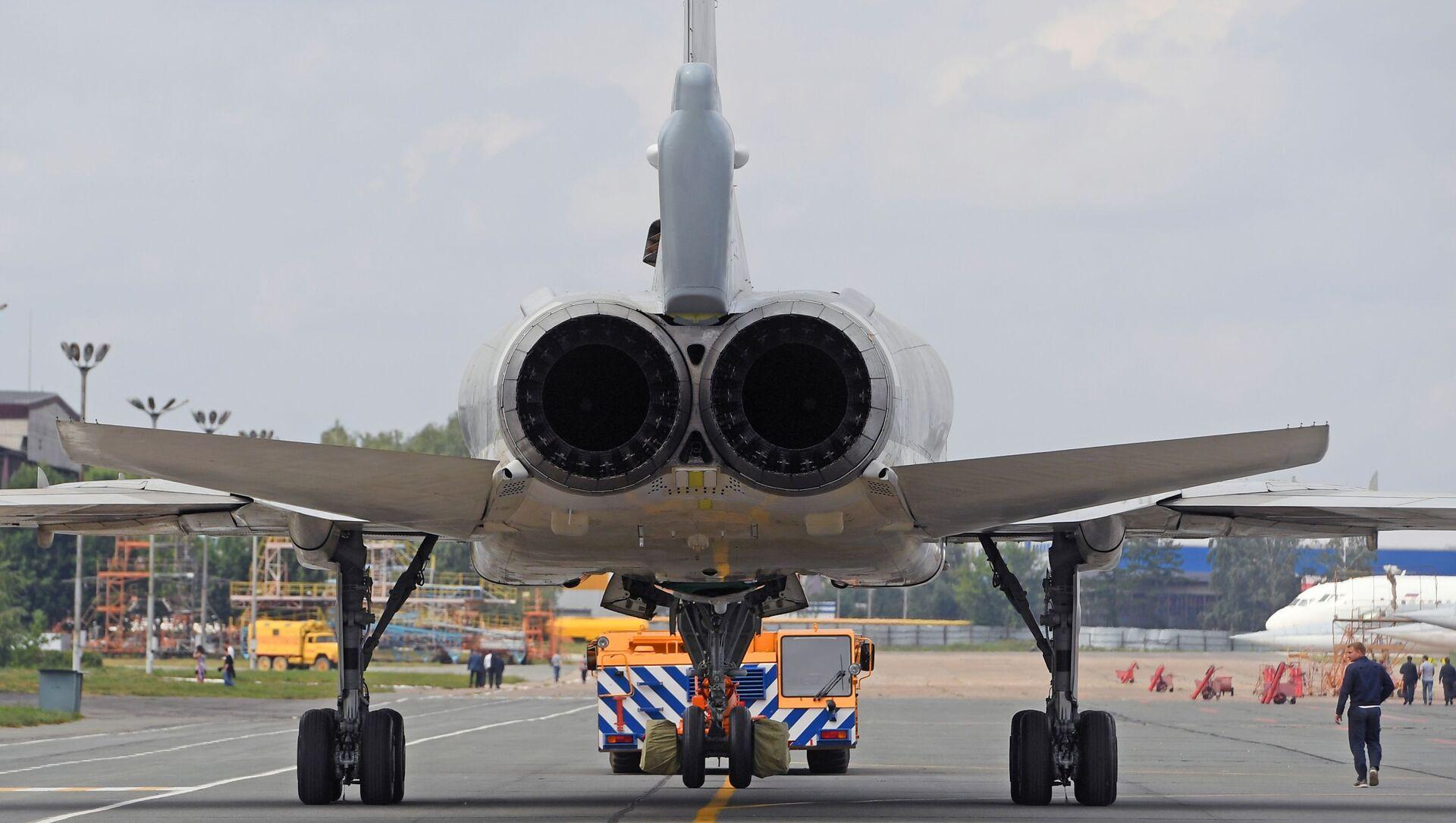 Tu-22M3M strategic bomber being prepped for flight testing at the Kazan Aviation Plant. - Sputnik International, 1920, 05.08.2021