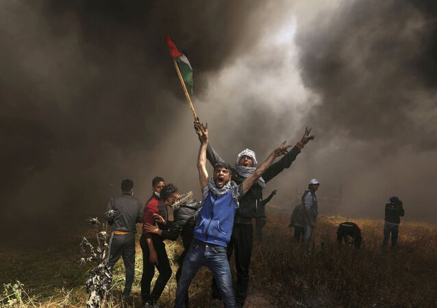 Palestinian demonstrators shout during clashes with Israeli troops at a protest demanding the right to return to their homeland, at the Israel-Gaza border east of Gaza City April 6, 2018.