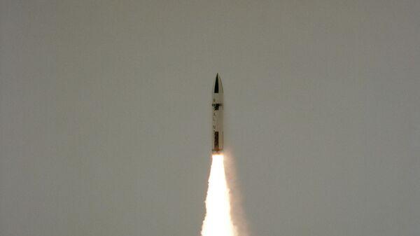 Polaris missile launch from HMS Revenge - Sputnik International
