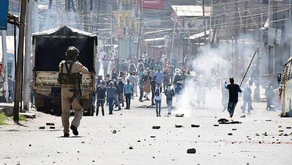 Police in Kashmir confronting violent protestors (File) - Sputnik International