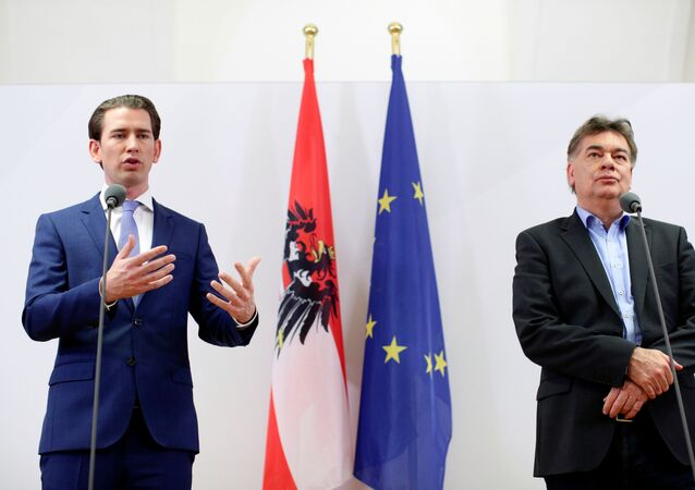 Head of Austria's Green Party Werner Kogler (right) and Head of People's Party (OVP) Sebastian Kurz (left)