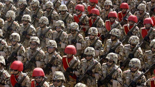 Iranian army troops march - Sputnik International