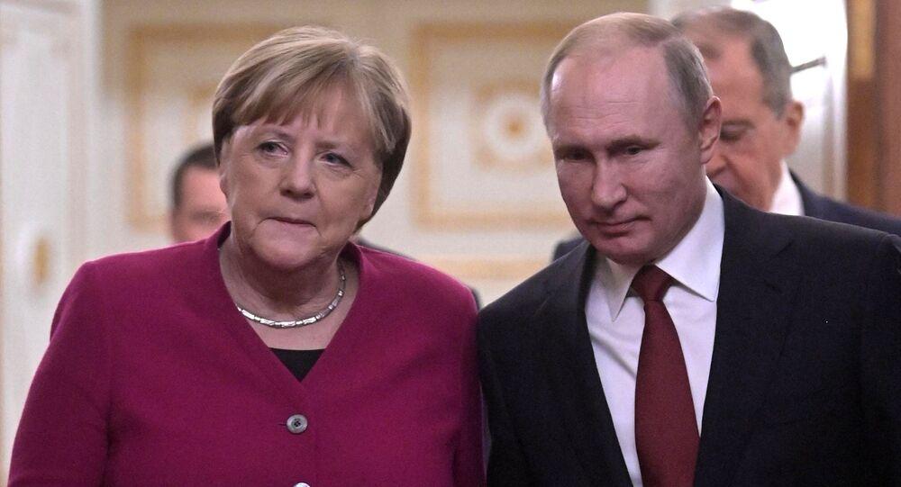 Russian President Vladimir Putnin and German Chancellor Angela Merkel after the meeting in the Kremlin