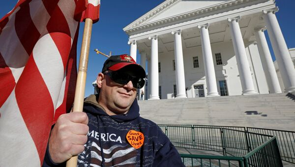 Gun rights activist James Davis, 43 and from King George, Virginia, demonstrates outside the Virginia State Capitol building as the General Assembly prepares to convene in Richmond, Virginia, U.S. January 8, 2020. - Sputnik International