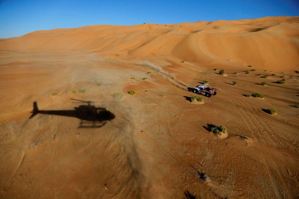 Sand, Heat, Roar of Engines: Best Moments of 2020 Dakar Rally in Saudi Arabia