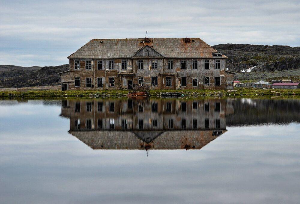 The half-abandoned village of Dalnye Zelentsy in the Murmansk region.