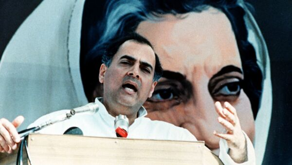 Indian Prime Minister Rajiv Gandhi addressing a massive rally to mark the anniversary of his mother's assassination - Sputnik International