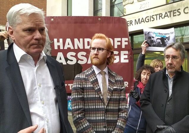 Kristinn Hrafnsson, Joseph Farrell and John Rees outside Westminster Magistrates Court 23 January 2020