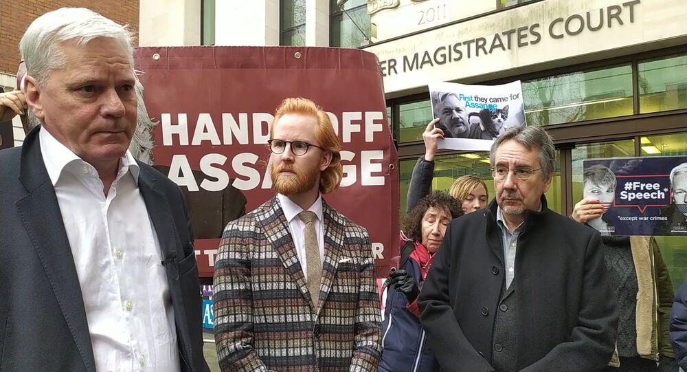 Kristinn Hrafnsson, Joseph Farrell and John Rees outside Westminster Magistrates Court 23 January 2020
