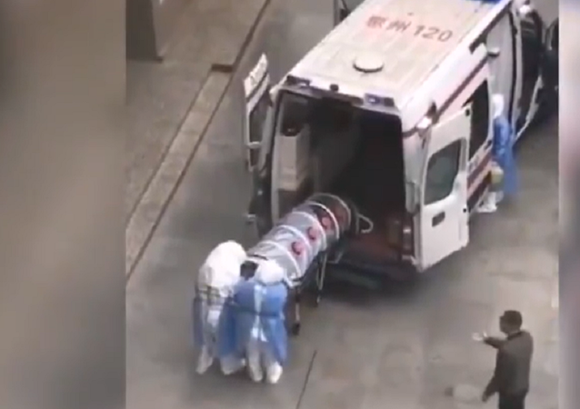 Chinese Coronavirus Patients Seemingly Transported in Boxes, Plastic Tubes to Prevent Infections