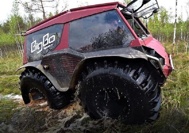 BigBo, an all-terrain amphibious vehicle