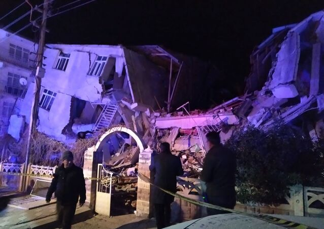 Turkish rescue services and police inspect the scene of a collapsed building following a 6.8 magnitude earthquake in Elazig, eastern Turkey on January 24, 2020
