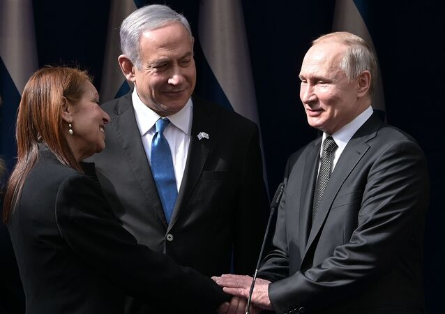 Russian President Vladimir Putin and Israeli Prime Minister Benjamin Netanyahu after meeting in Jerusalem with the mother of an Israeli woman who was convicted in Russia.