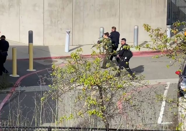Tamalpais High School in Mill Valley, California on lockdown amid reports of a man with a rifle, 27 January 2020