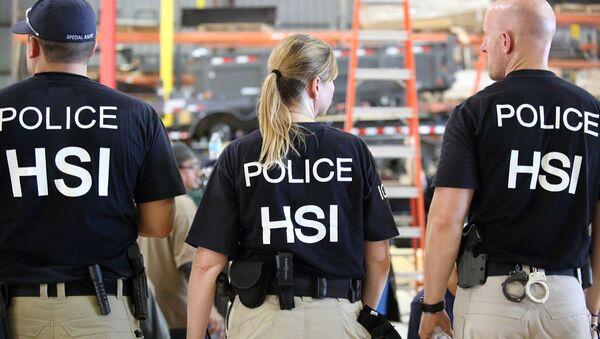 U.S. Immigration and Customs Enforcement's (ICE) Homeland Security Investigations (HSI) officers - Sputnik International