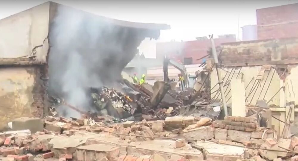 Massive fire erupts at Lahore factory