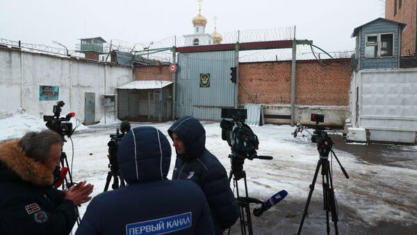 Journalists wait near Prison Colony 1 of the Moscow Region Branch of the Russian Federal Penitentiary Service where Israeli citizen Naama Issachar, sentenced in Russia for 7.5 years in prison for smuggling drugs, is serving her sentence, in the Novoe Grishino village, Russia - Sputnik International