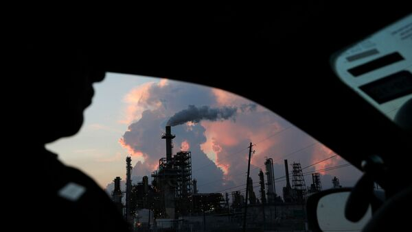 A police officer drives past a refinery in the industrial east end in Pasadena, Texas, U.S., September 18, 2018. REUTERS - Sputnik International