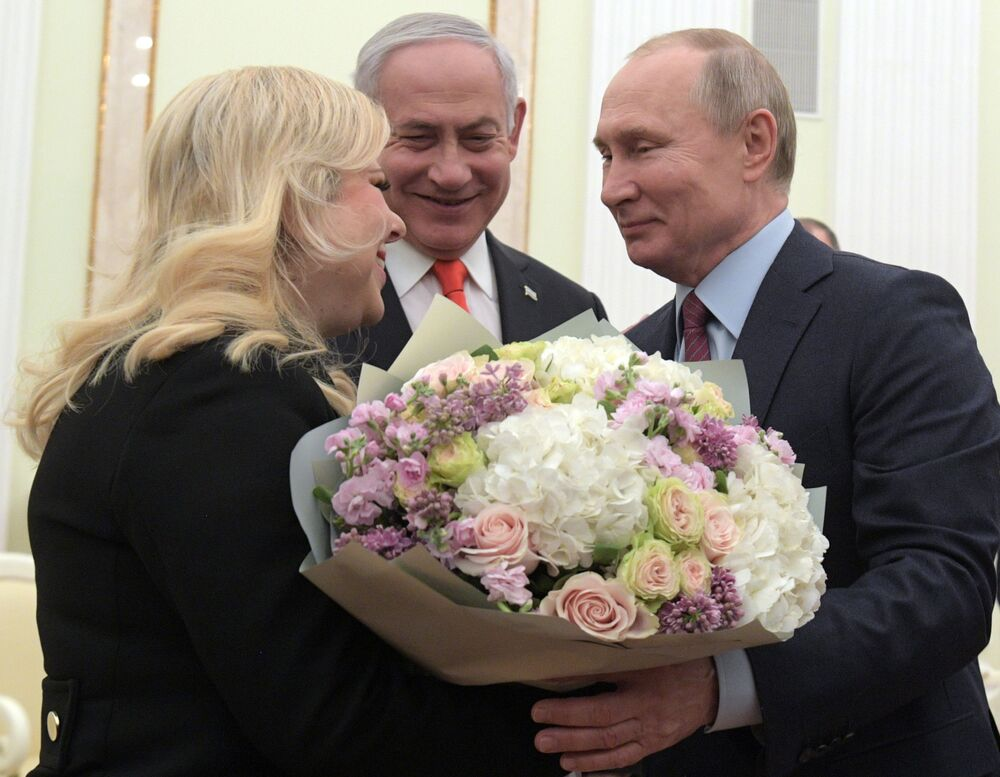Russian President Vladimir Putin and Israeli Prime Minister Benjamin Netanyahu with his wife Sara during a meeting in Moscow on 30 January 2020