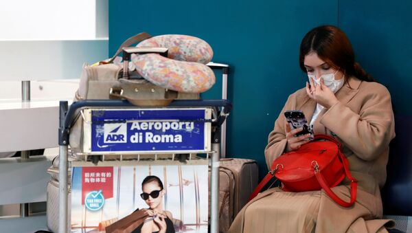 A passenger in a protective mask is seen at Rome's Fiumicino airport, after first cases of coronavirus were confirmed in Italy, January 31, 2020 - Sputnik International