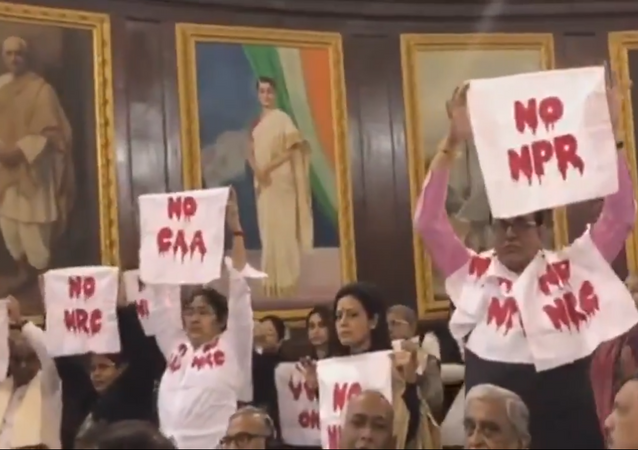 Trinamool's silent protest against #CAA, #NRC and #NPR during President's address in Central Hall