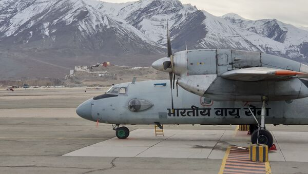 Indian Air Force's AN-32 Aircraft Takes Flight with Bio-fuel in Both Engines near China Border - Sputnik International