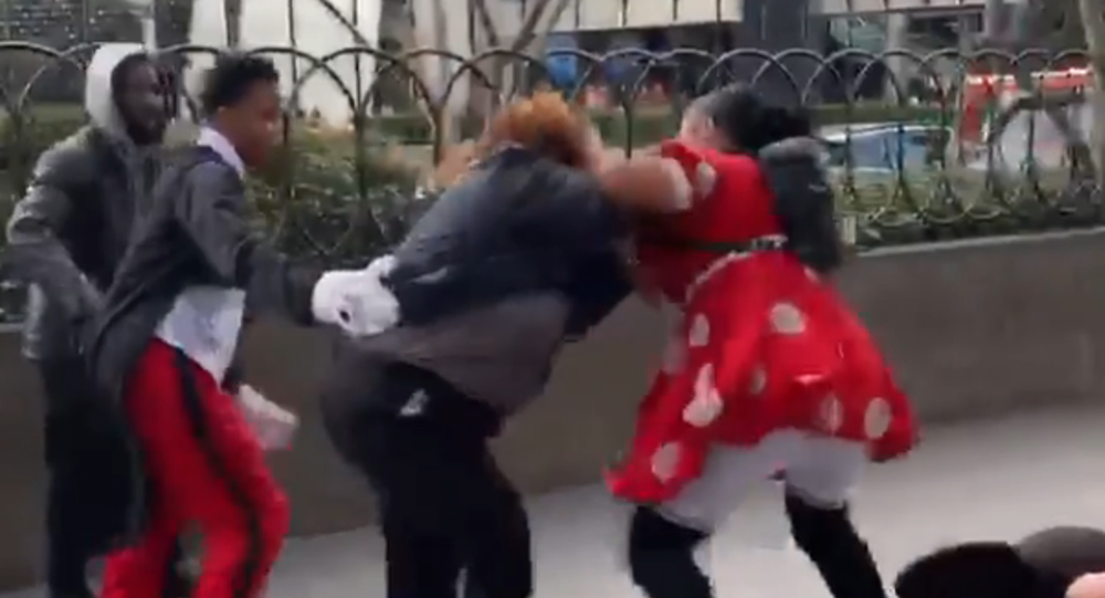 Las Vegas Woman in Minnie Mouse Costume Filmed Beating Up Security Guard
