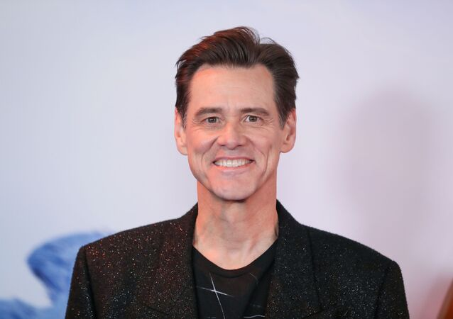 Cast member Jim Carrey poses as he arrives to attend the UK premiere of Sonic the Hedgehog