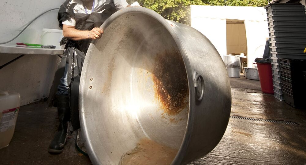 Giant cooking pot