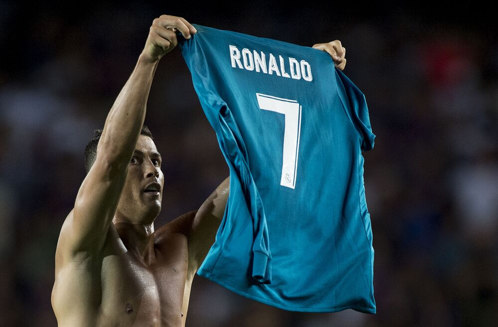 Cristiano Ronaldo celebrates his goal during the match FC Barcelona - Real Madrid CF, 2017