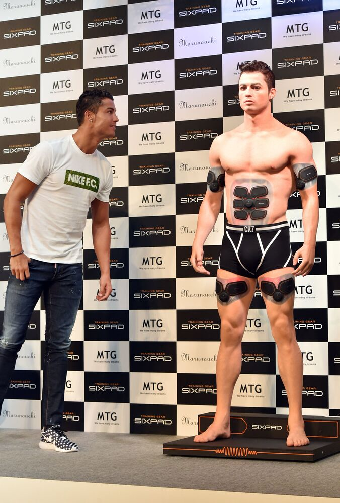 Cristiano Ronaldo looks at his model printed on a 3D printer in Japan, 2015