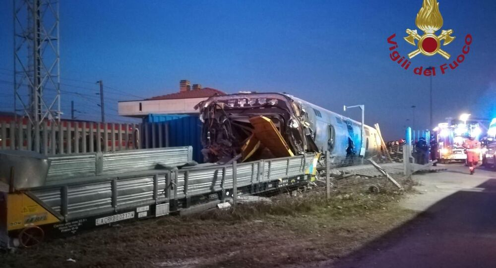 High speed train derailment in Lodi, one dead, one missing and injured