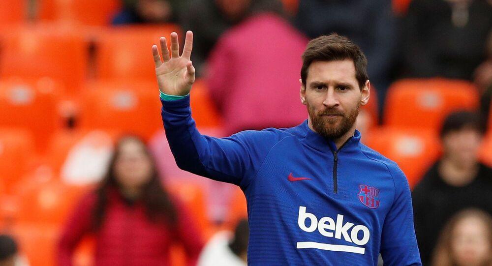Soccer Football - La Liga Santander - Valencia v FC Barcelona - Mestalla, Valencia, Spain - January 25, 2020  Barcelona's Lionel Messi during the warm up before the match