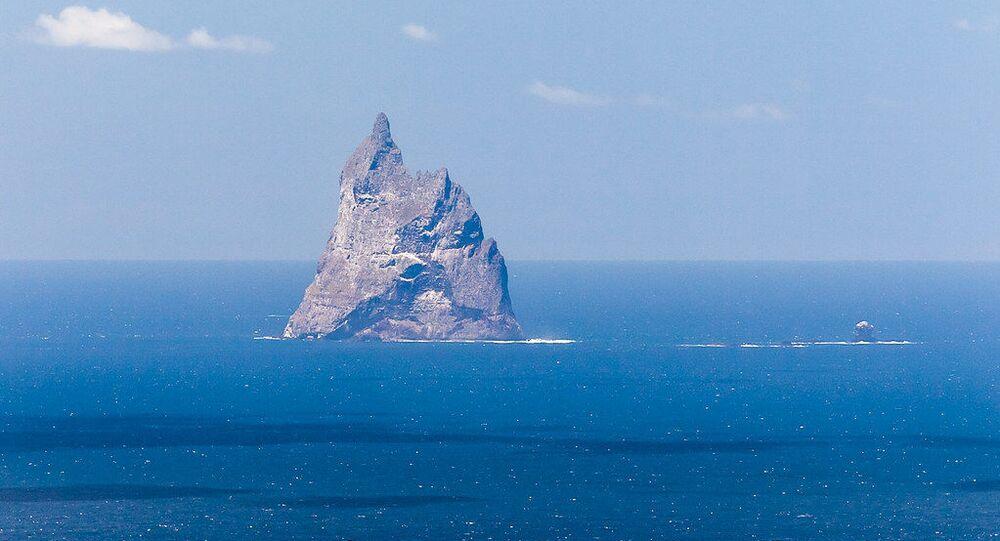 Ball's Pyramid and Wheatsheaf Island