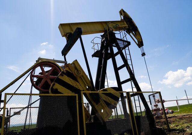 Oil rocking machine