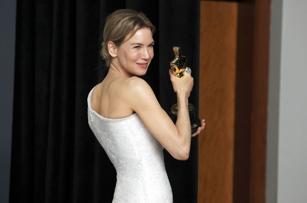 Renee Zellweger poses with her Oscar for Best Actress in Judy in the photo room during the 92nd Academy Awards in Hollywood, Los Angeles, California on 9 February 2020.